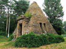Пирамида на территории усадьбы Закревских